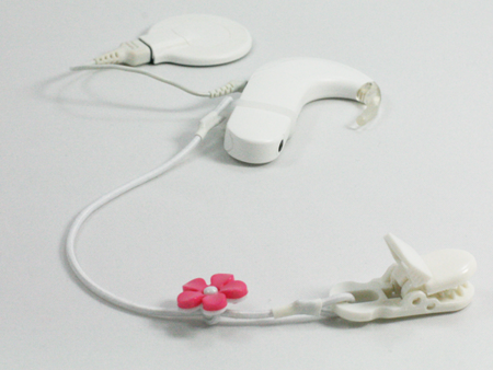 SINGLE CLIP-ON HOOK FOR ONE PROCESSOR / HEARING AID - white flower
